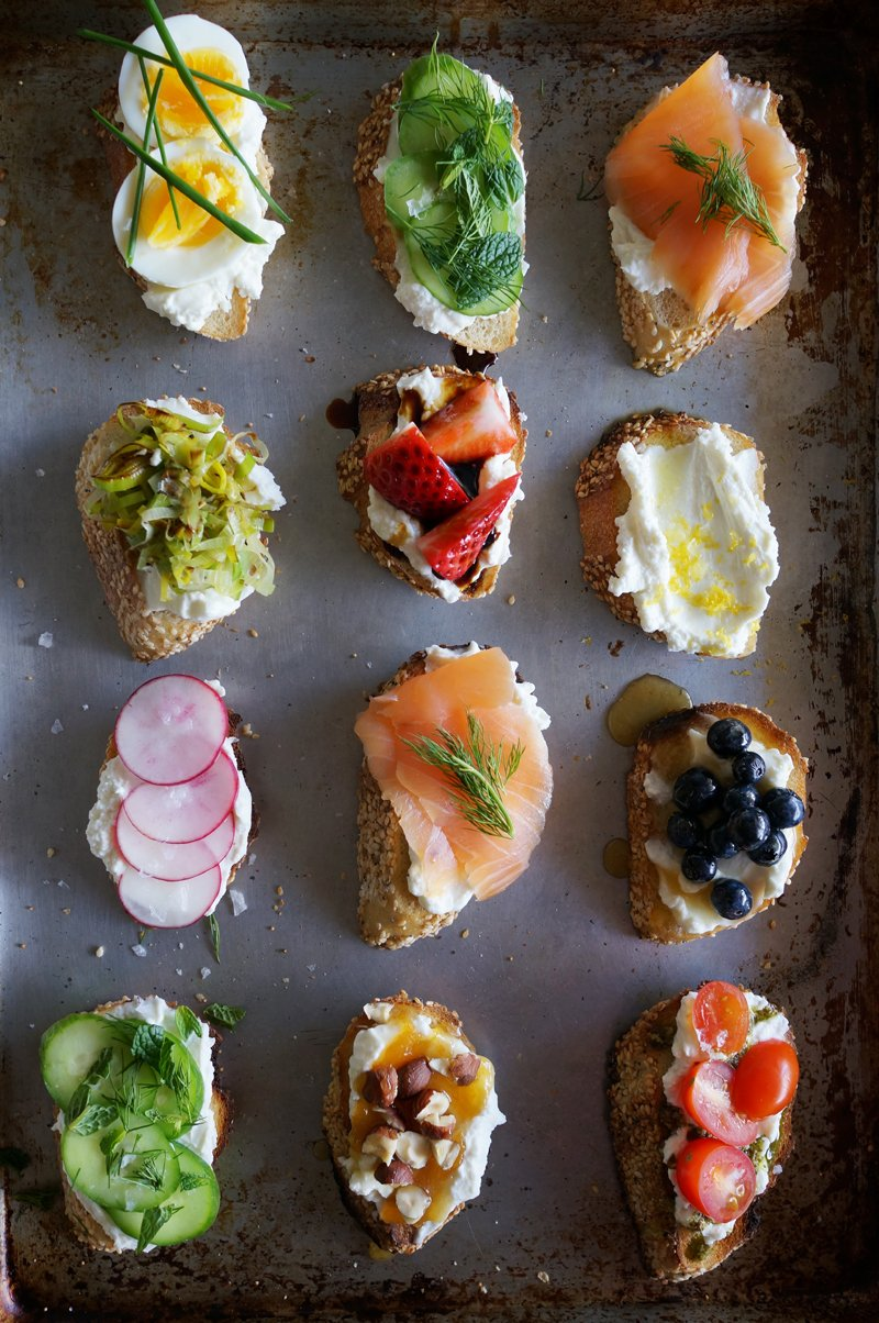 Ricotta Crostini Party // HonestlyYUM