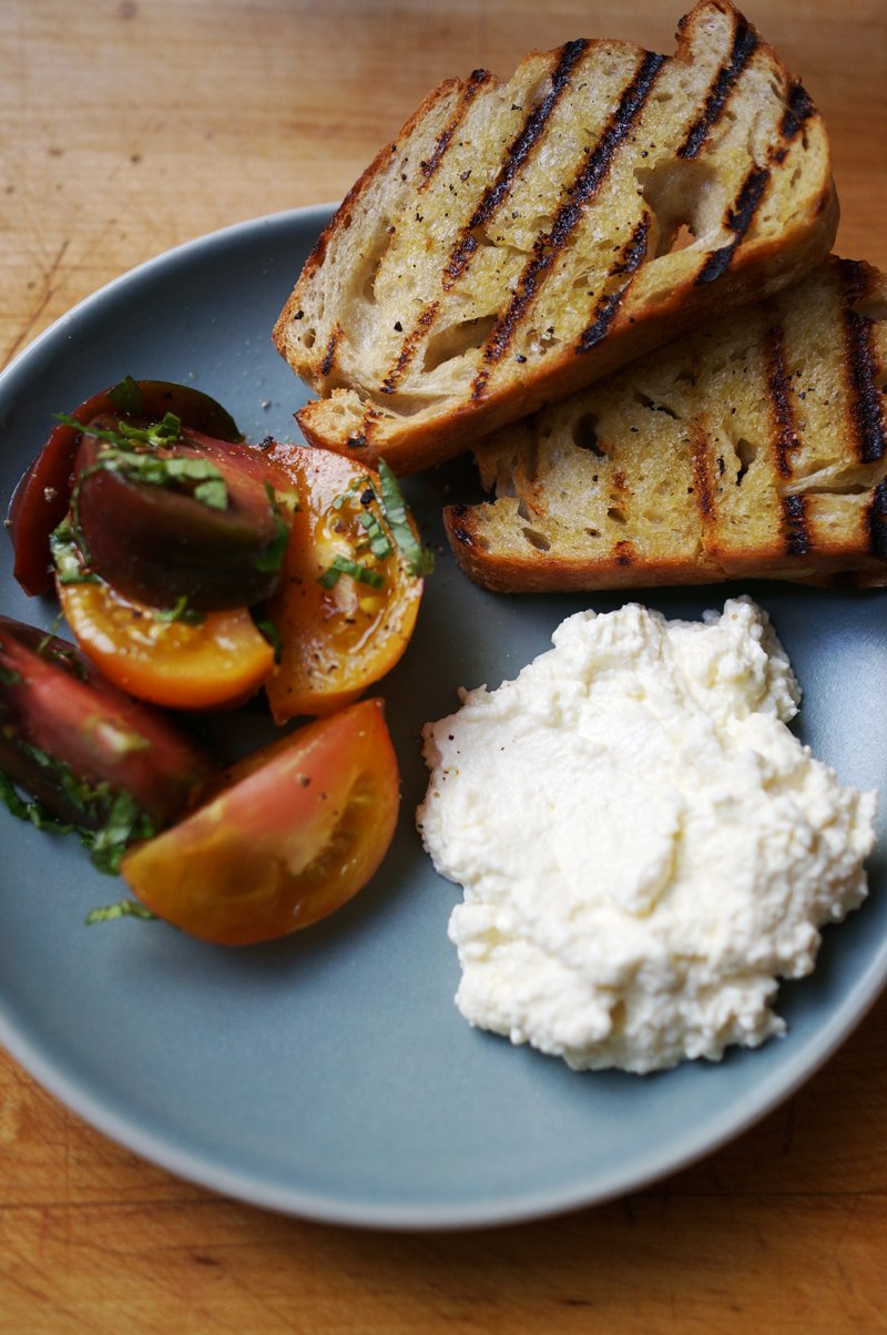 ricotta tomato and bread // HonestlyYUM