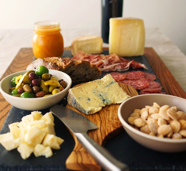 The Perfect Cheese Platter // HonestlyYUM