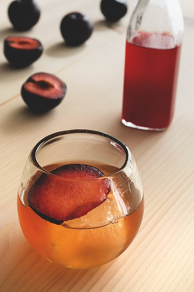 Plum Shrub Cocktail // HonestlyYUM