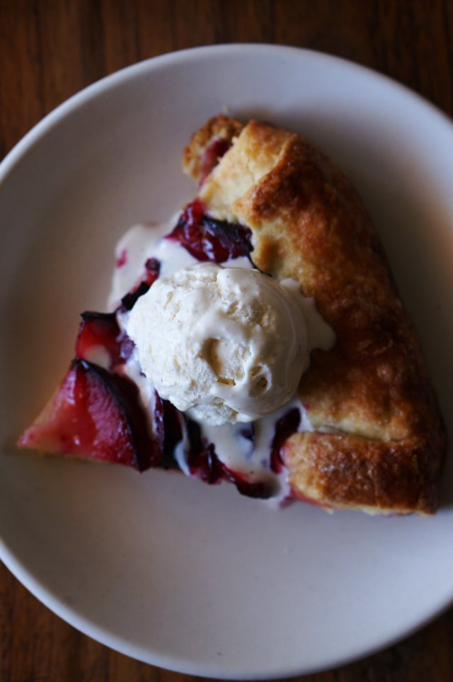 pluot crostata