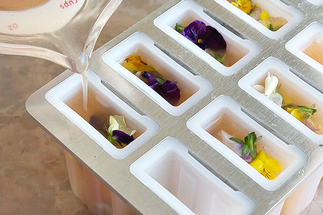 Bellini Popsicles with Edible Flowers // HonestlyYUM