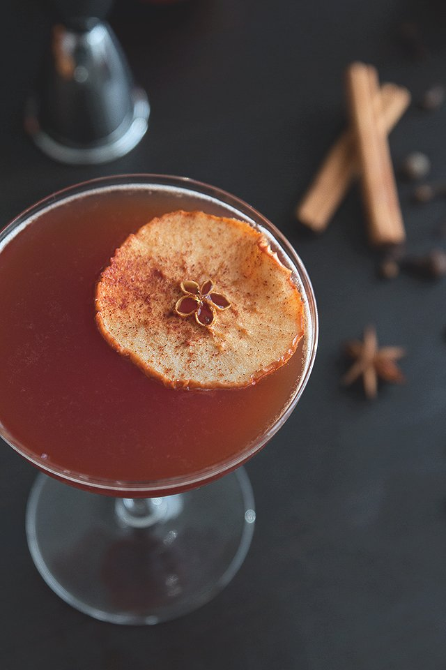 Autumn Spiced Apple Brandy Cocktail Recipe // HonestlyYUM