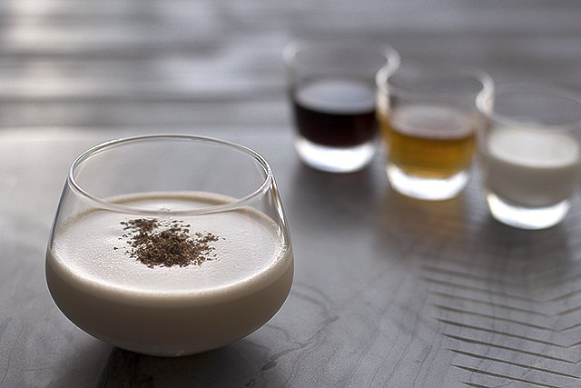 Brandy Alexander Cocktail Recipe // HonestlyYUM