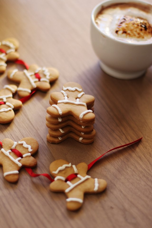 Gingerbread garland 1