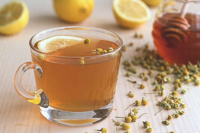 Chamomile Hot Toddy Recipe // HonestlyYUM