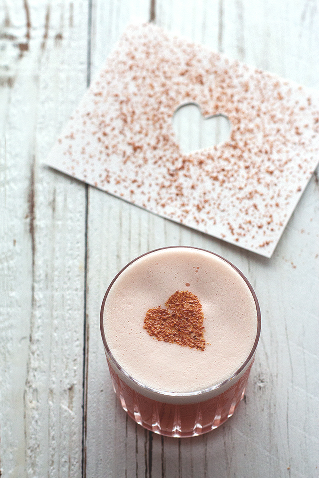 Valentine's Day Cocktail // HonestlyYUM