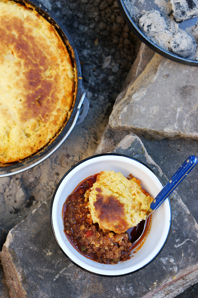 Cast iron camp fire chili with corn bread | HonestlyYUM