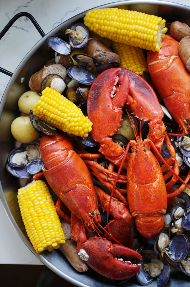 Maine lobster boil | HonestlyYUM