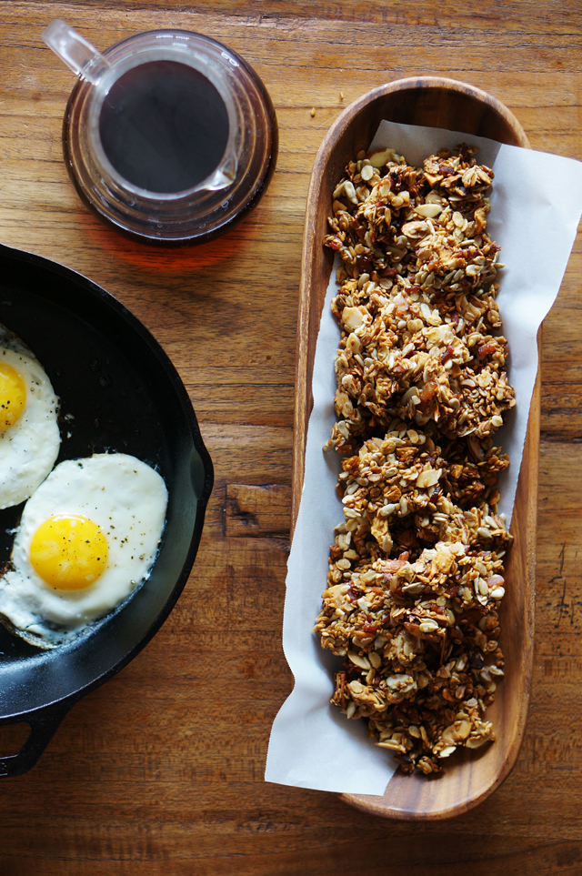 Savory bacon granola | HonestlyYUM