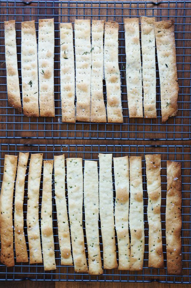 Flatbread cracker | HonestlyYUM