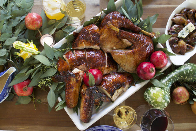 Carved Smoked Thanksgiving Turkey | HonestlyYUM