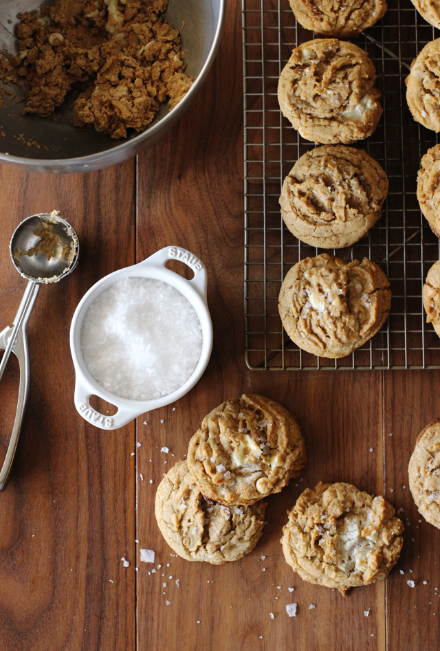 Salted White Chocolate Oatmeal Cookies | HonestlyYUM