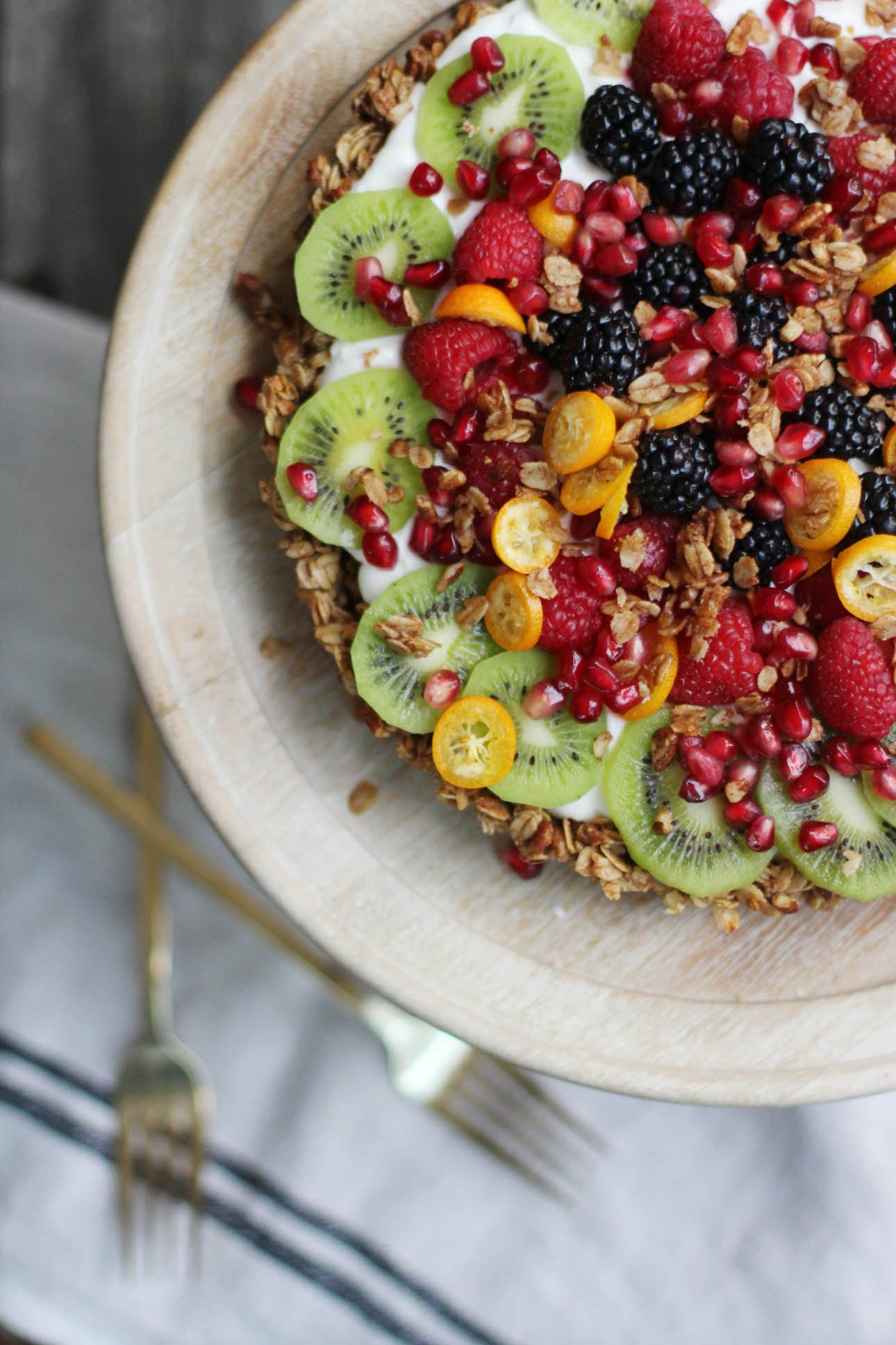 Granola Yogurt Fruit Tart | HonestlyYUM