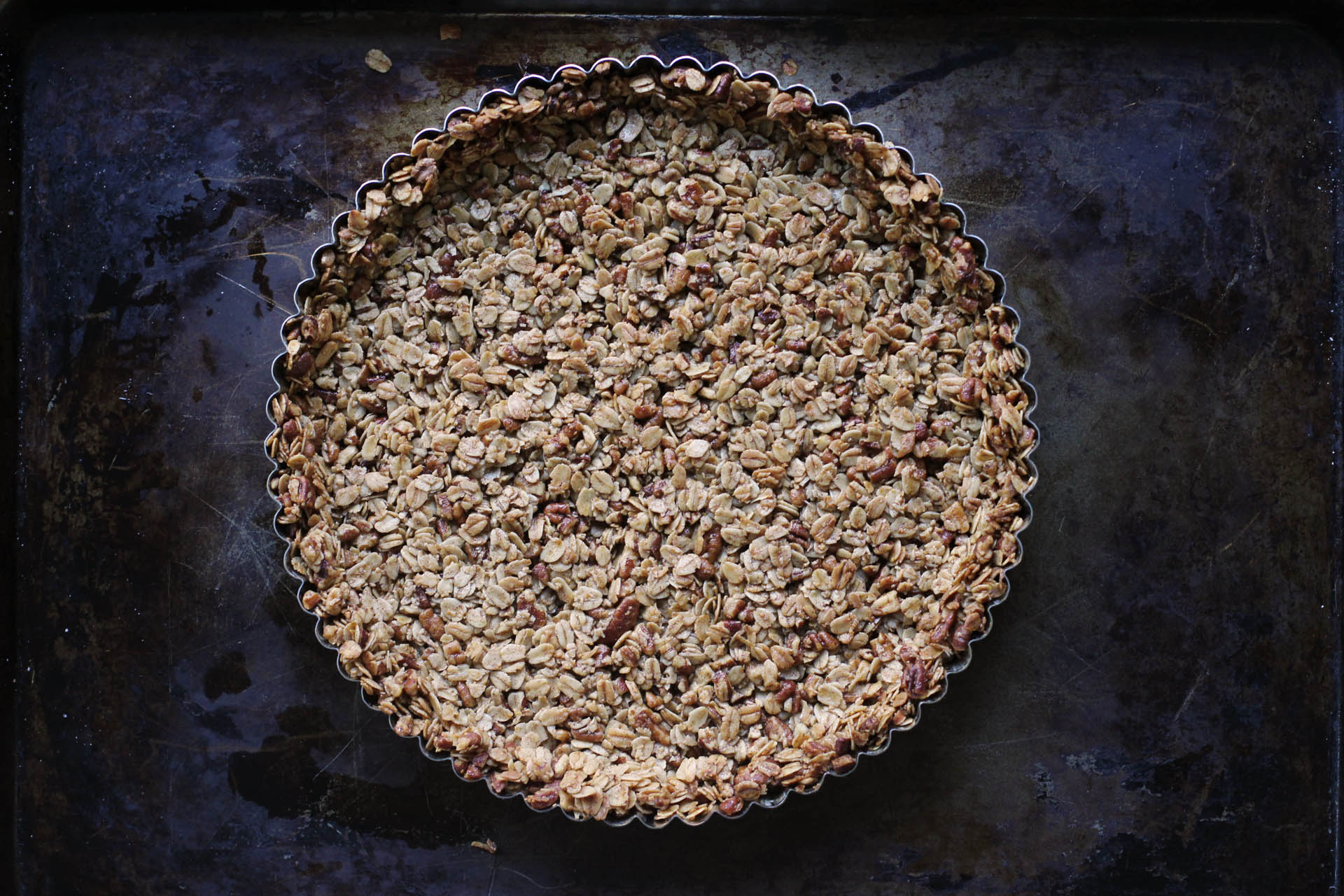Granola crust | HonestlyYUM