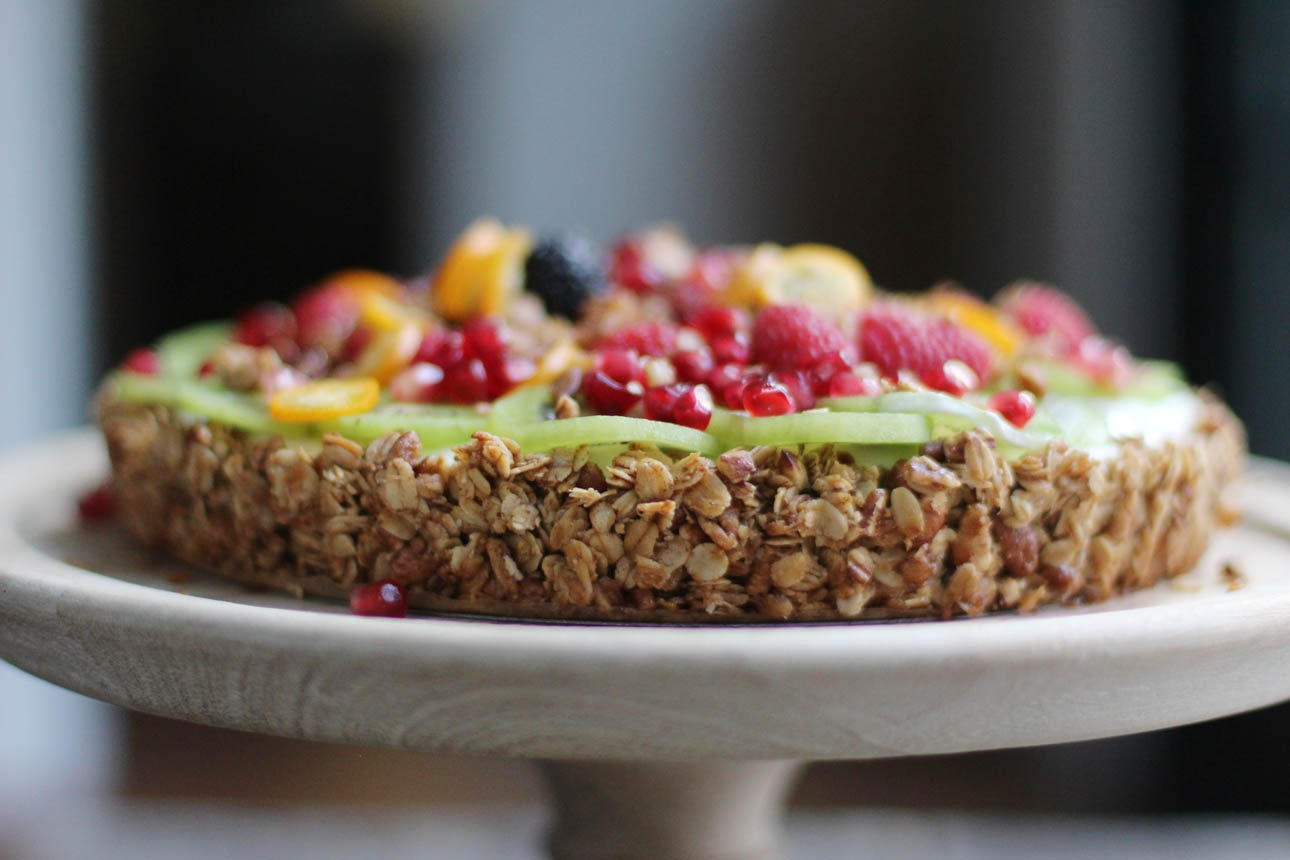 Granola yogurt tart