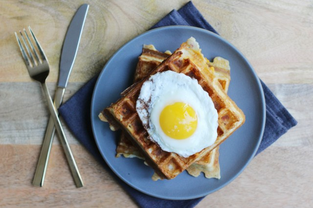 Cheddar and Bacon Waffle with Egg | HonestlyYUM