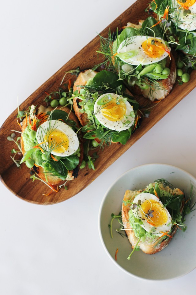 Egg and pea tartines | HonestlyYUM