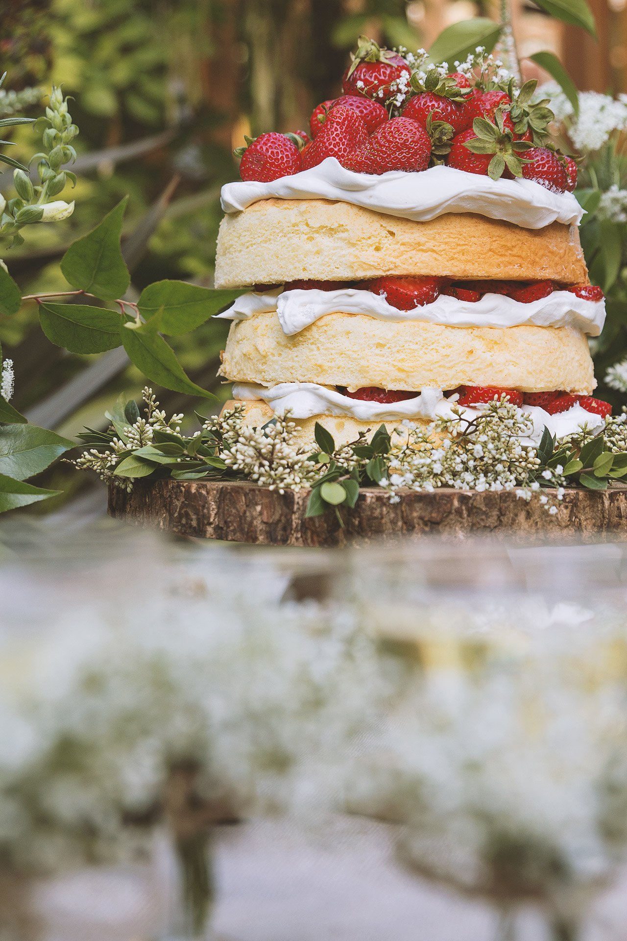 A Midsummer Celebration by HonestlyYUM + Spotted SF | honestlyyum.com @honestlyyum #midsummer #picnic