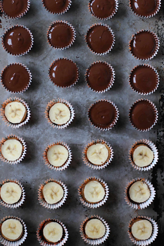 Banana peanut butter cups | HonestlyYUM