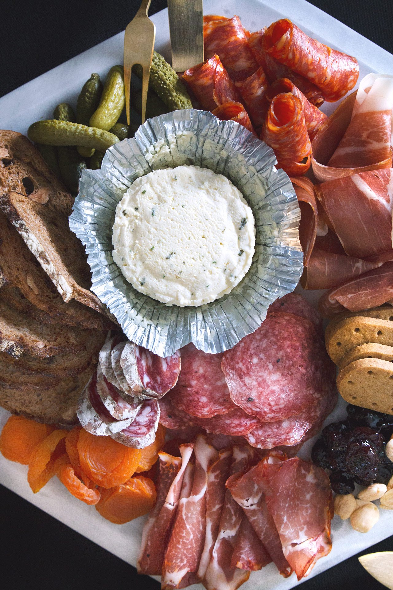 And The Oscar Goes To . . . // Oscar Party Spread with @boursincheese #purveyorofwow #boursin