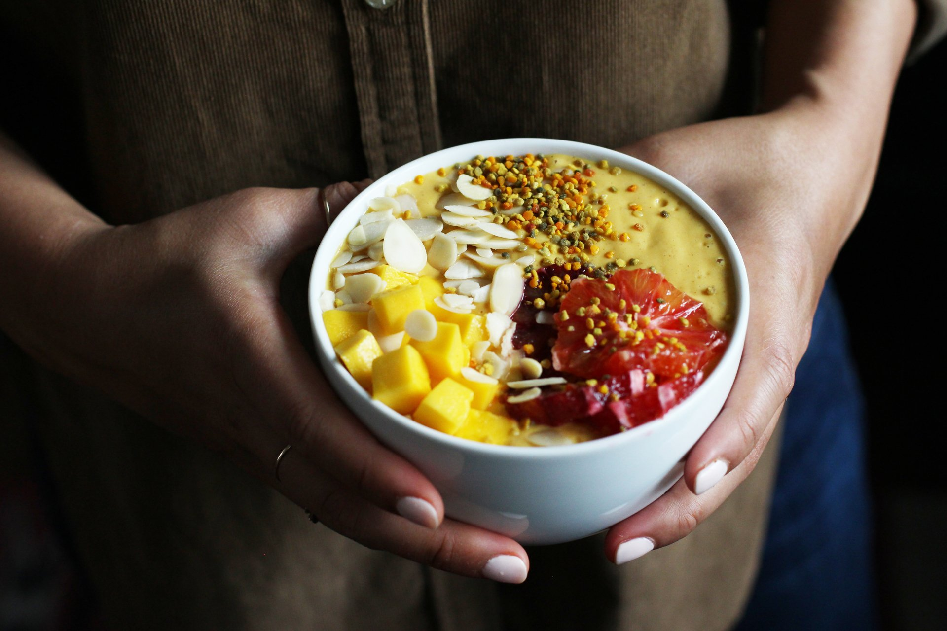 Mango Smoothie Bowl | HonestlyYUM