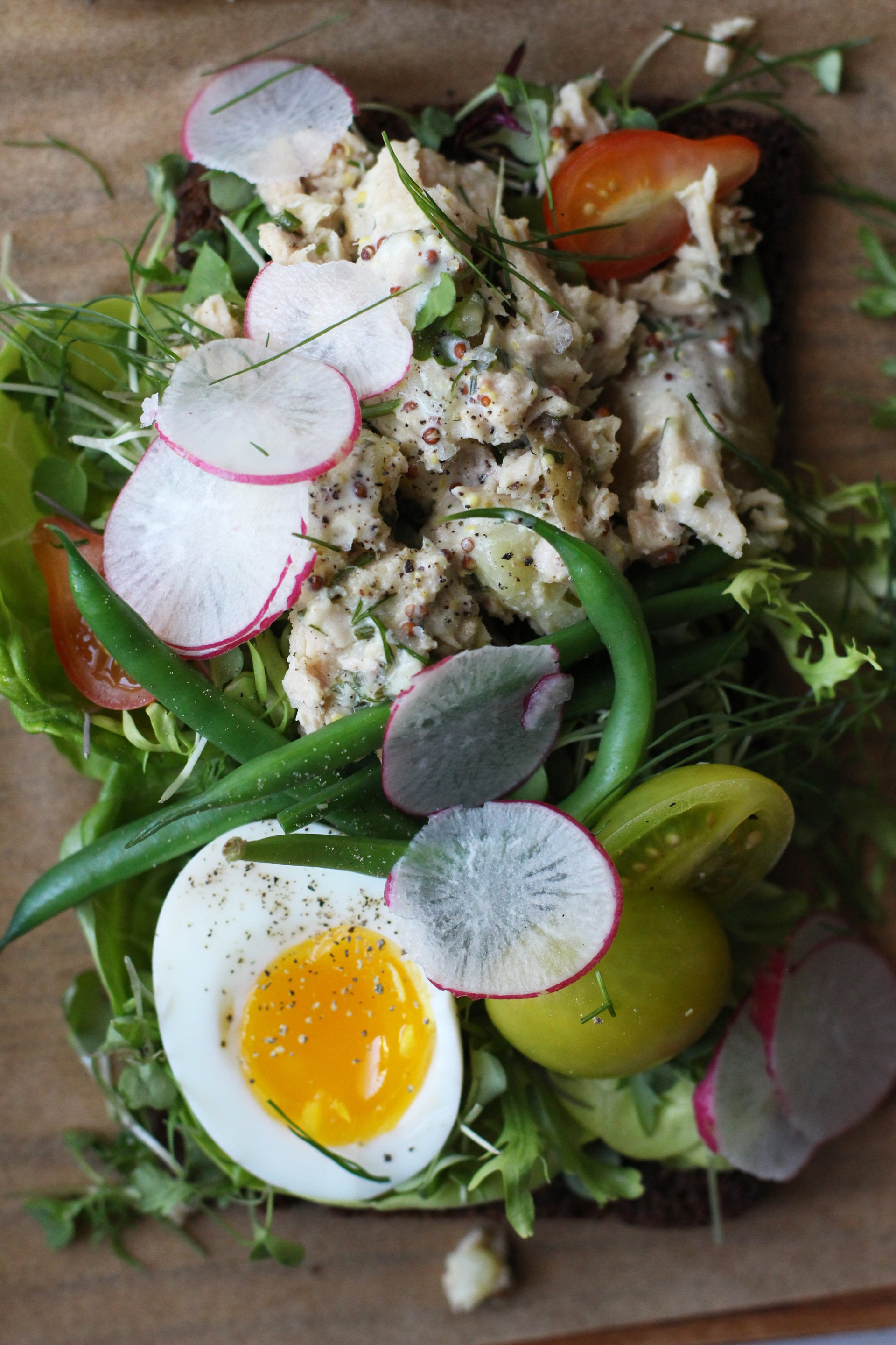 Nicoise tartine | HonestlyYUM