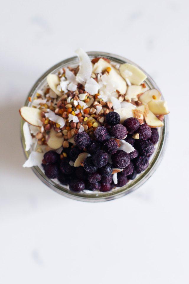 Frozen-blueberry-cold-oats-_-HonestlyYUM