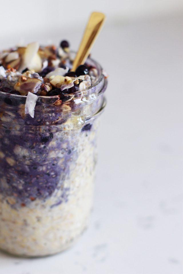 Frozen-blueberry-overnight-oats-_-HonestlyYUM