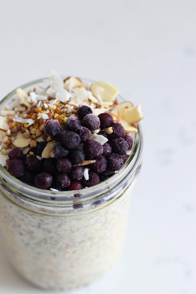 Overnight-blueberry-oats-_-HonestlyYUM