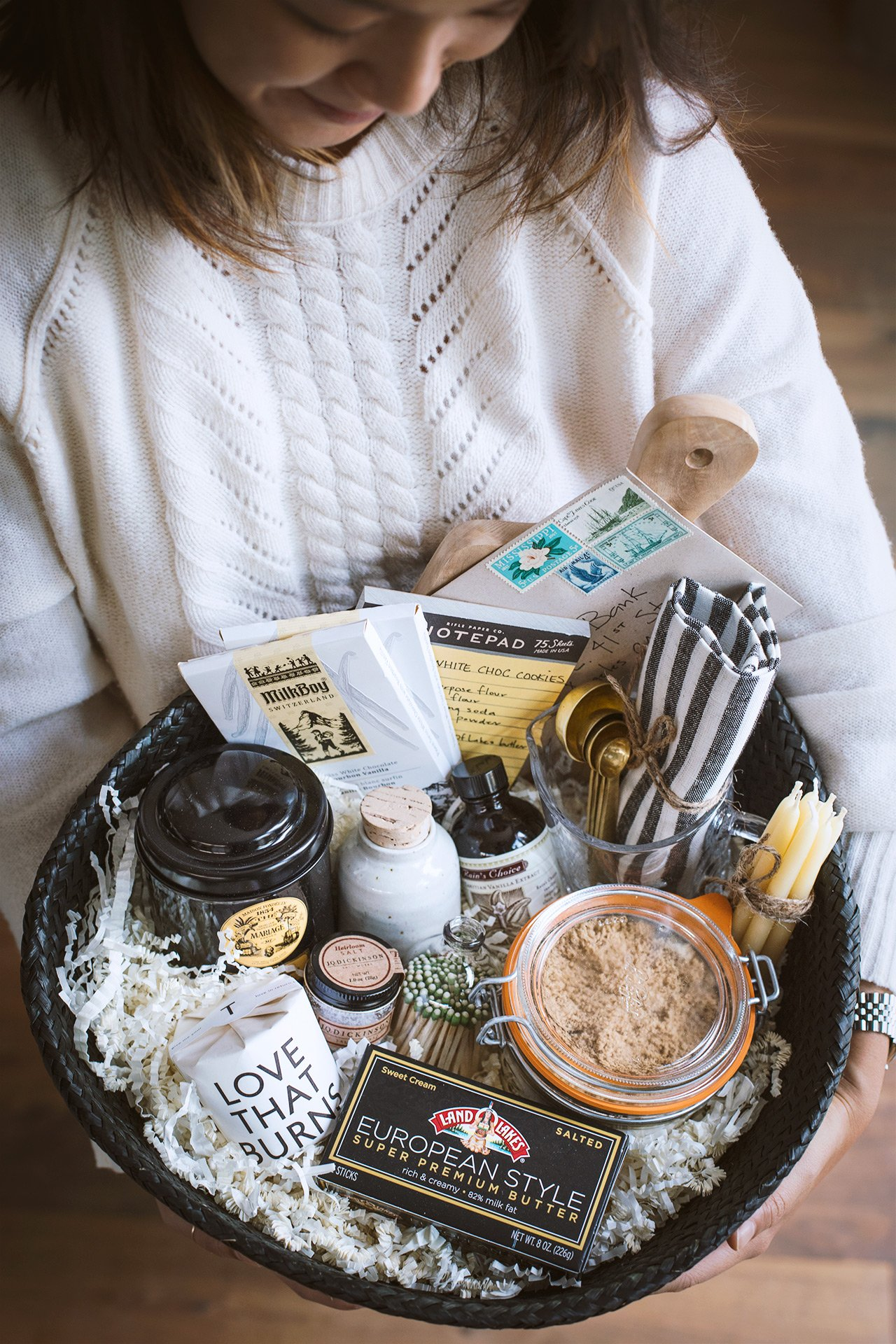 The Holiday Giving Gift Basket | HonestlyYUM