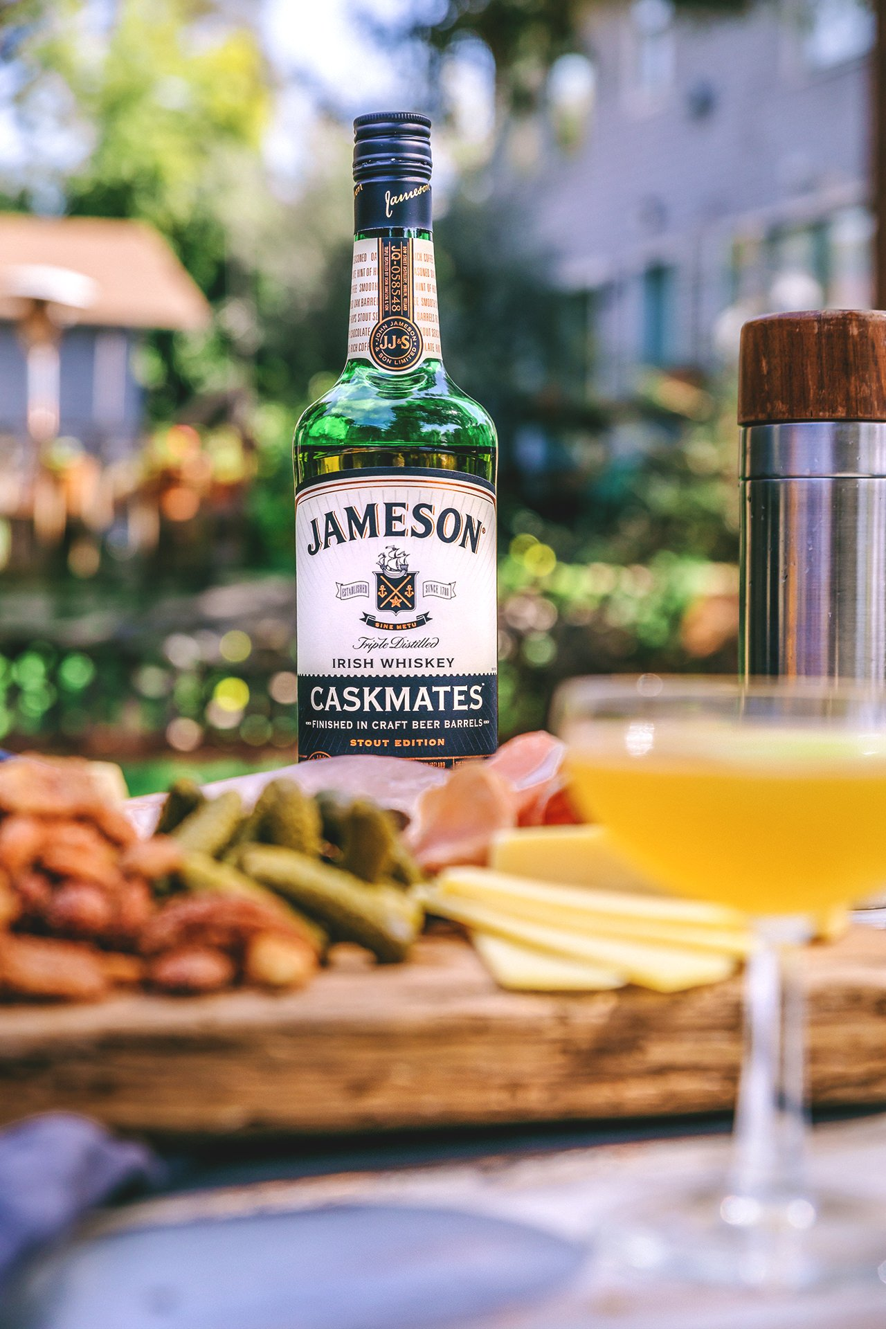 Green and Black Cocktail & Irish Whiskey-Glazed Spiced Nuts // HonestlyYUM (honestlyyum.com)
