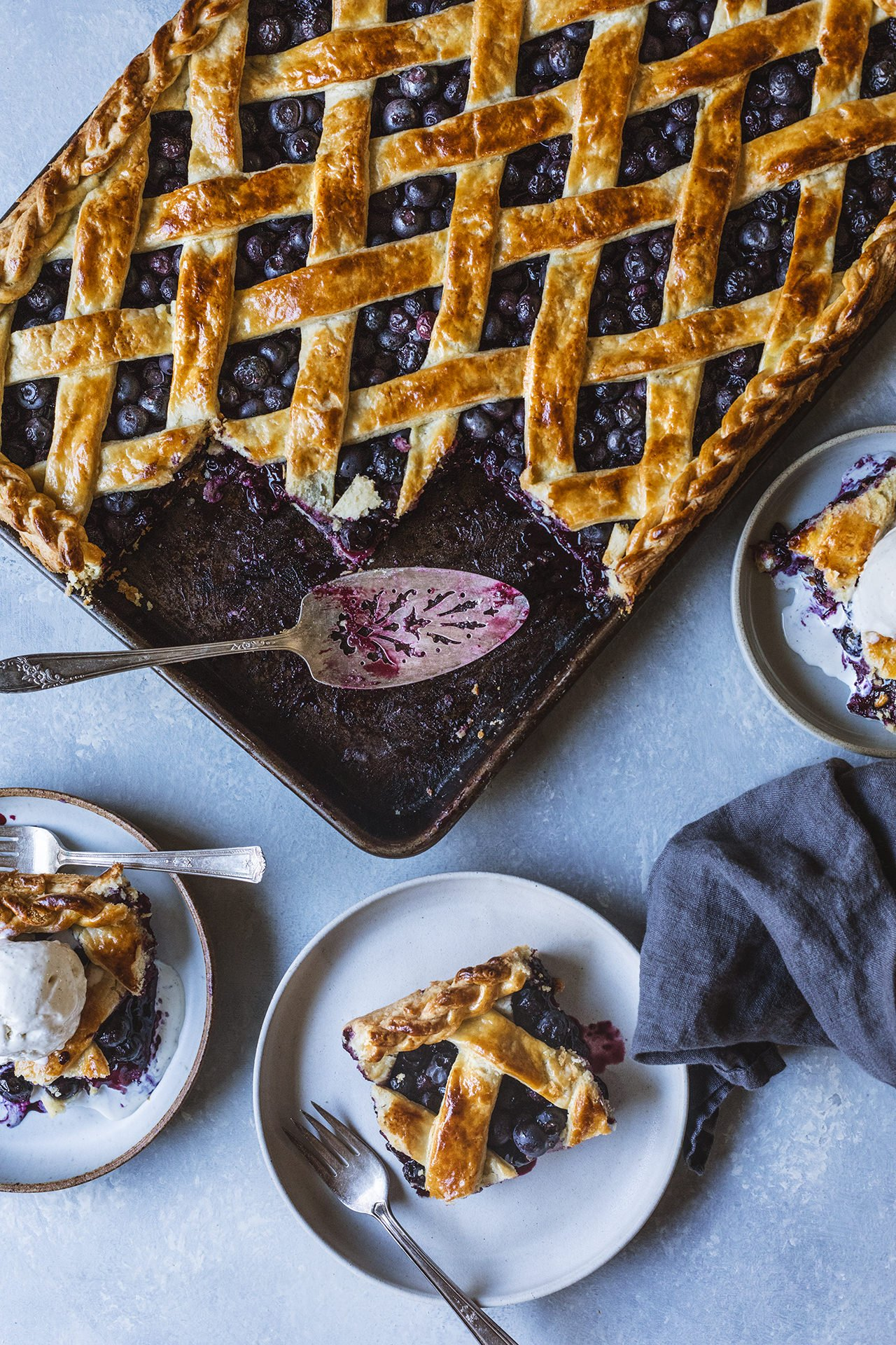 Blueberry Bourbon Slab Pie | HonestlyYUM (honestlyyum.com)