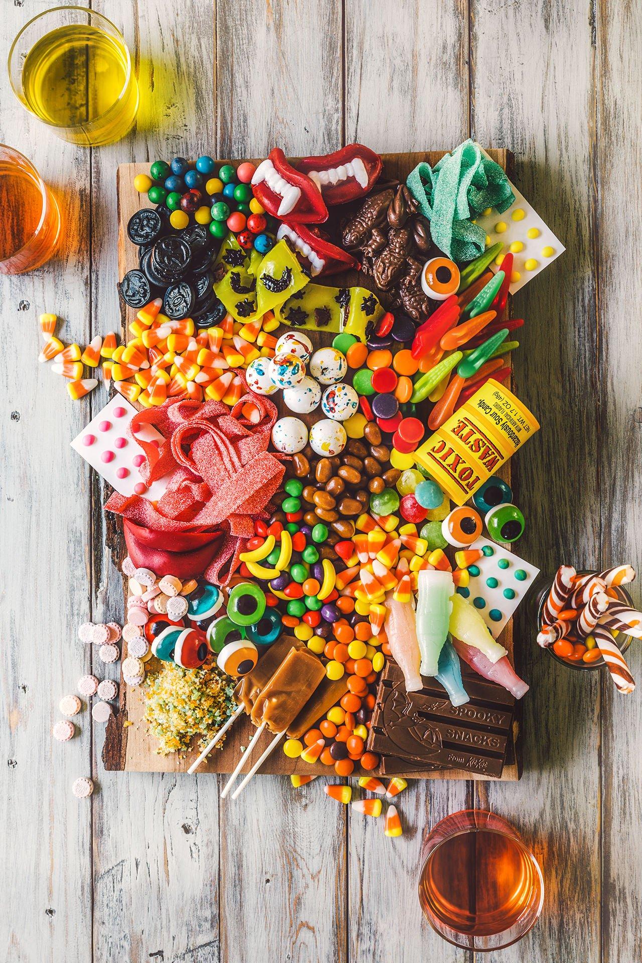 Halloween Candy Charcuterie Platter – HonestlyYUM