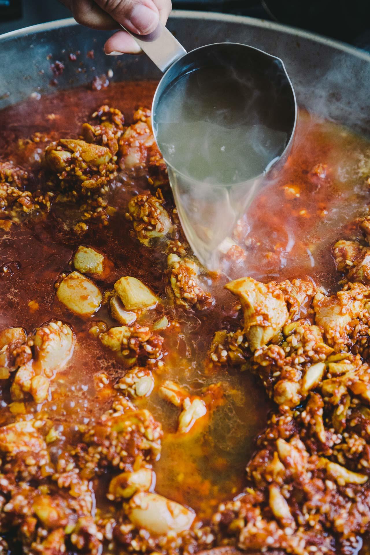 How to Make Paella at Home | HonestlyYUM (honestlyyum.com)