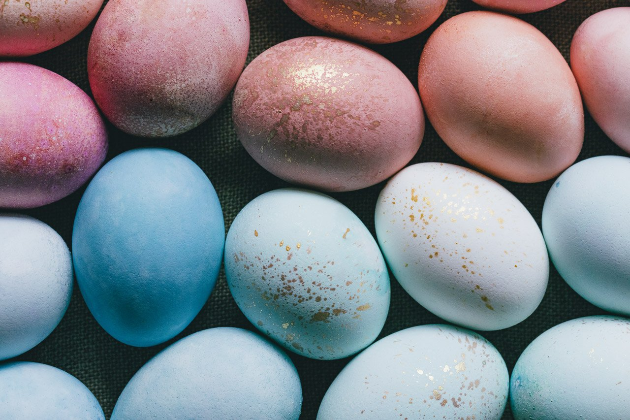 DIY Naturally Dyed Eggs | HonestlyYUM (honestlyyum.com)