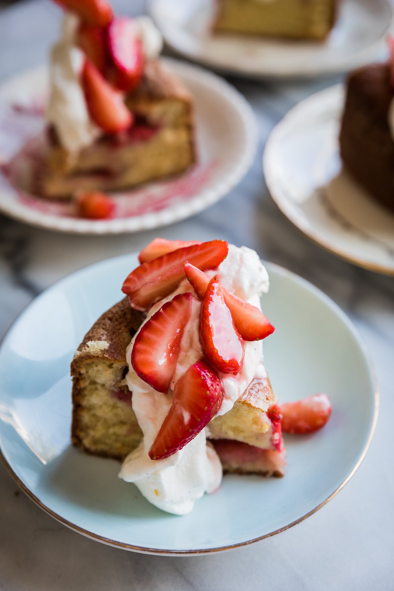 Strawberry Buttermilk Cake | HonestlyYUM (honestlyyum.com)