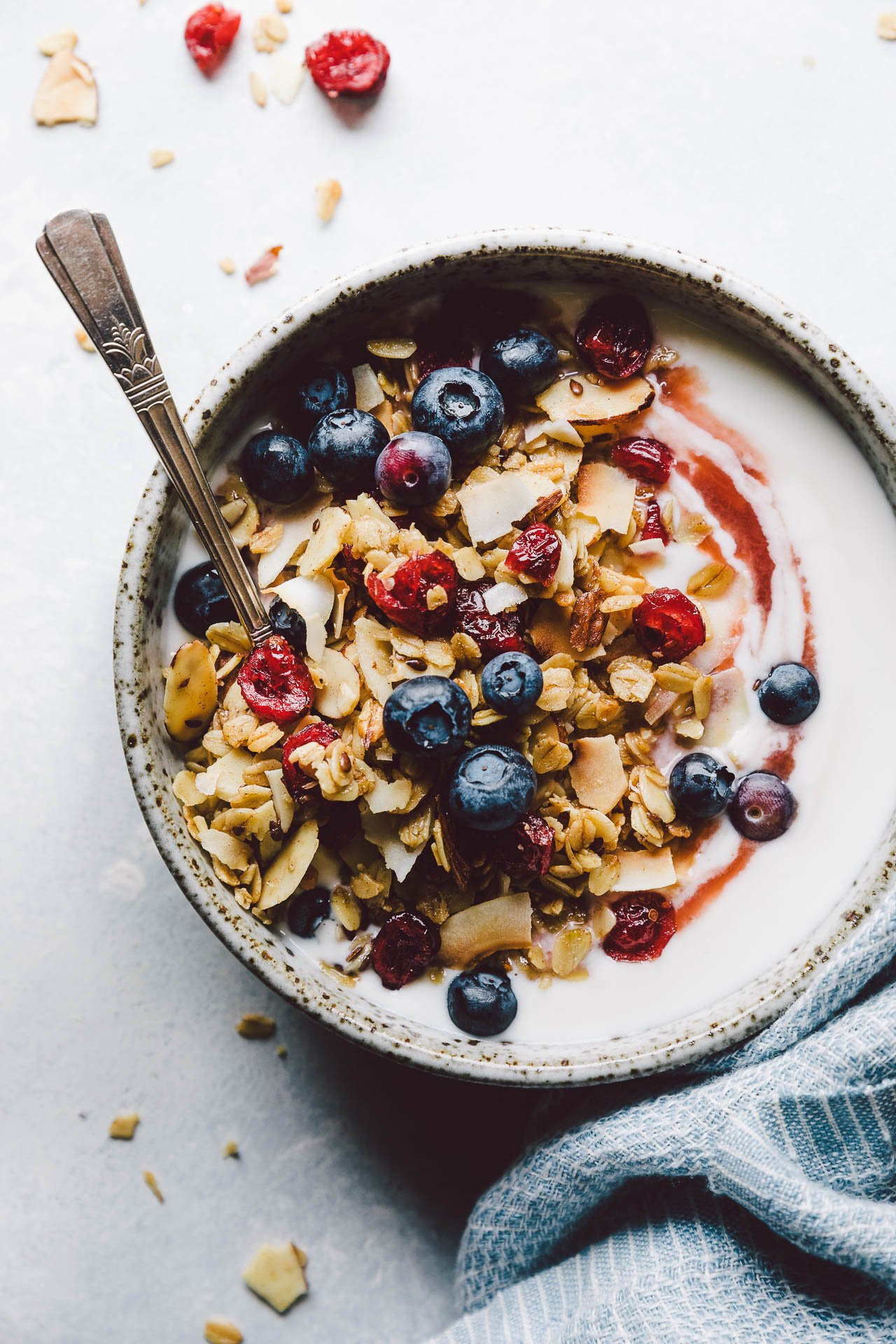 Everyday Granola {Gluten-Free + Vegan} | HonestlyYUM (honestlyyum.com) #recipes #granola #breakfast