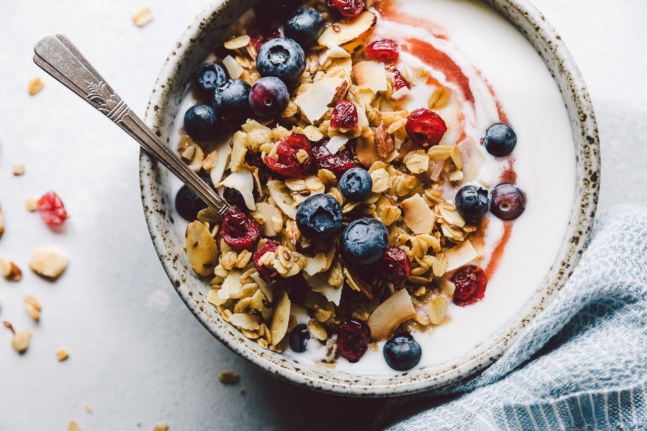 Everyday Granola {Gluten-Free + Vegan} | HonestlyYUM (honestlyyum.com) #recipes #granola #breakfast #breakfastbowl