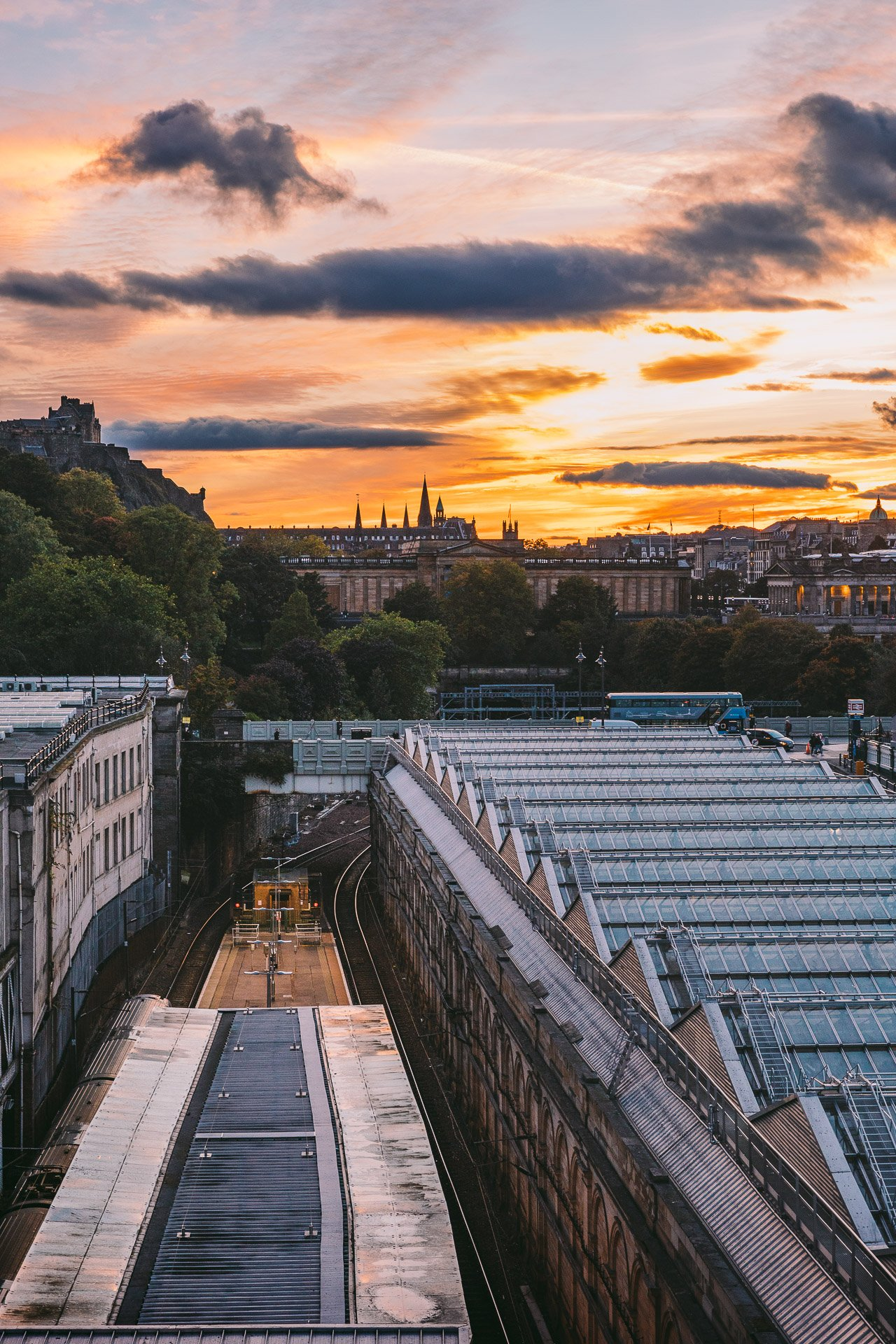 Sunset in Edinburgh | Edinburgh Travel Guide by HonestlyYUM