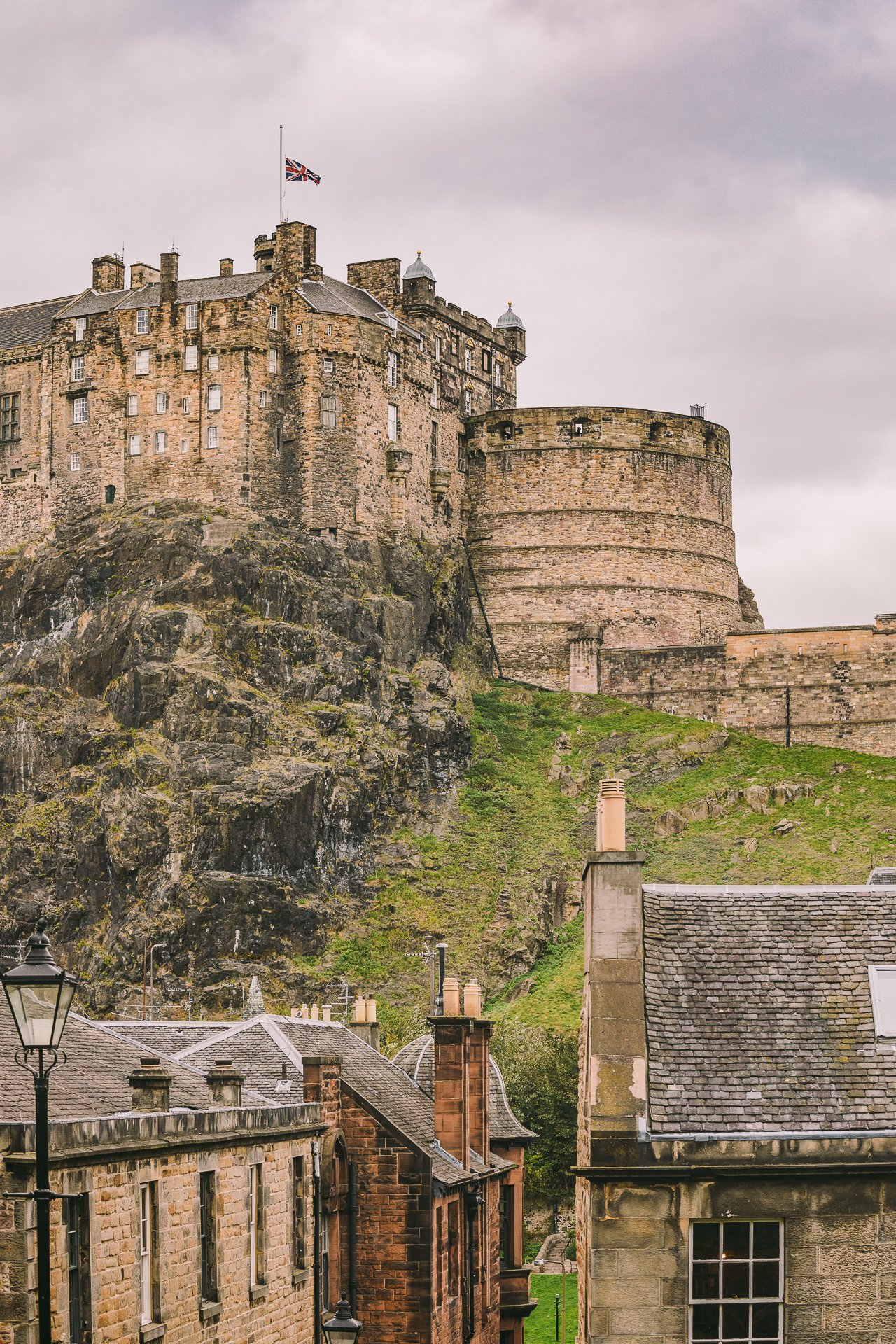 Edinburgh Castle | Edinburgh Travel Guide by HonestlyYUM